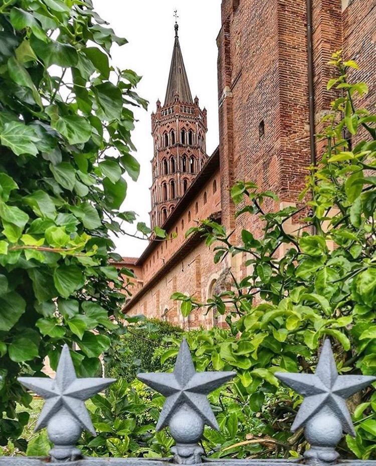 Saint Sernin Toulouse den rosa staden
