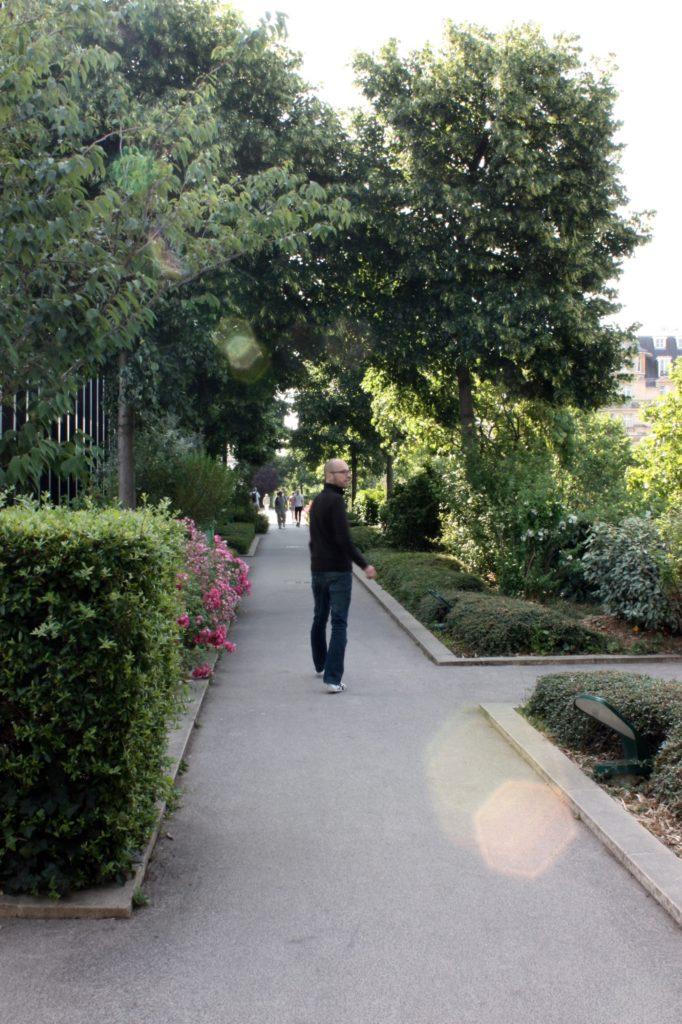 Man på promenad Promenade Plantée