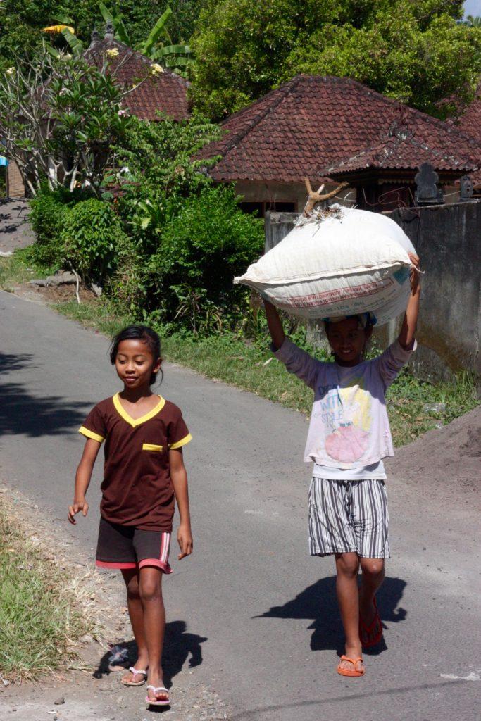Lokalbefolkningen Sidemen ekohotell Bali
