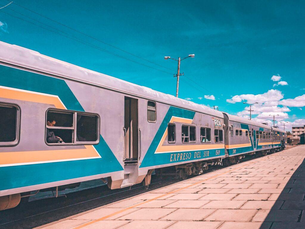 Olika transportmedel har olika påverkan där tåget är bland de bästa alternativen när du vill resa hållbart.