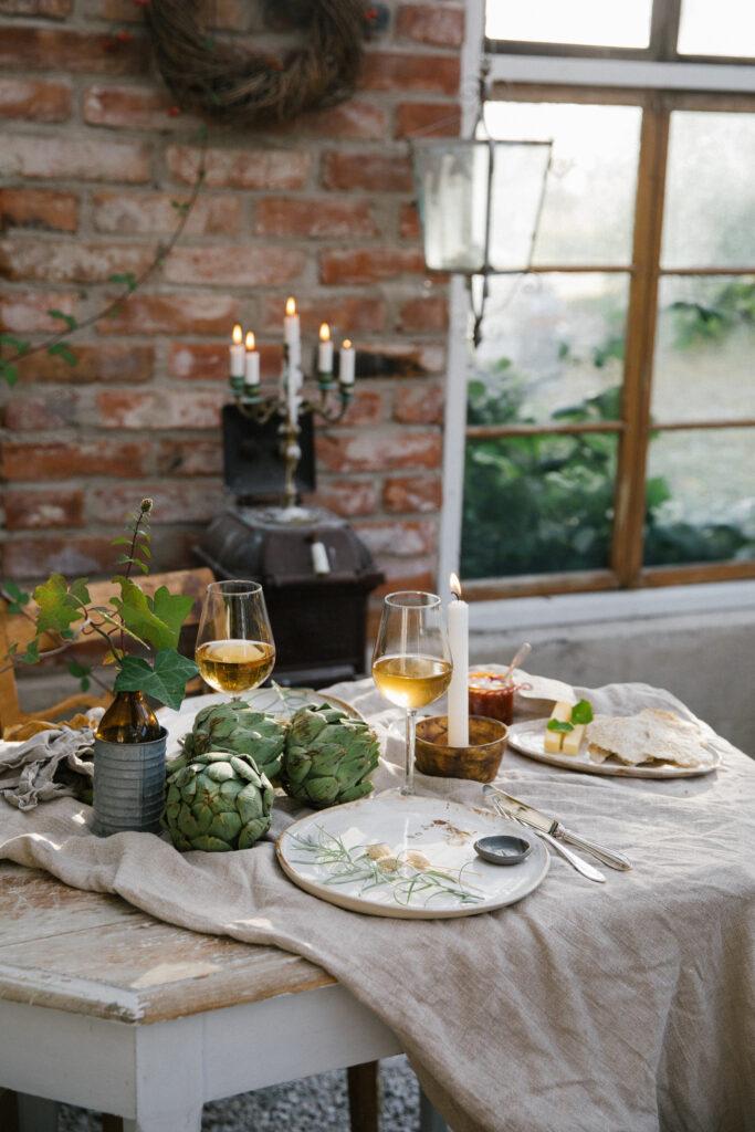 Uppdukat bord på gotländska Prima Gård